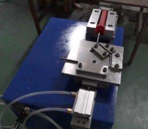 Paint Roller Frame Plastic Handle Installing Machine